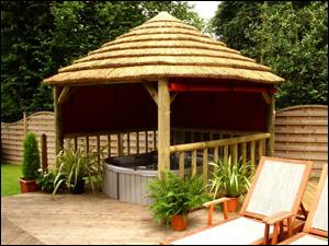 couverture paille pour tonnelle rev tements modernes du toit. Black Bedroom Furniture Sets. Home Design Ideas